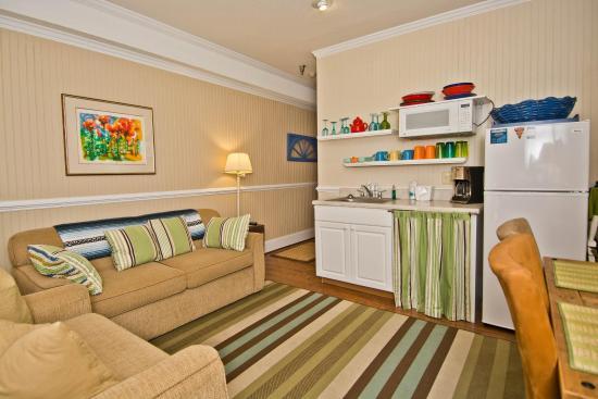 Palm Suites of Atlantic Beach: Living room