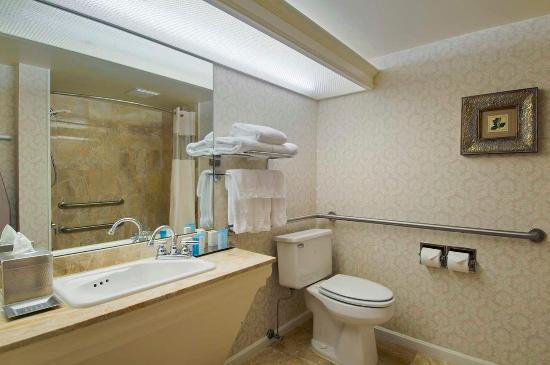 แฟร์ลอว์น, โอไฮโอ: Guest Bathroom