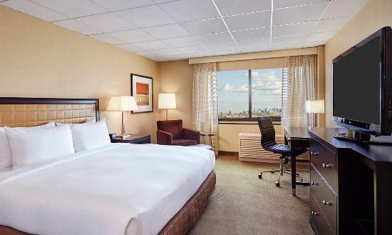 Hasbrouck Heights, NJ : NYC Skyline View Suite