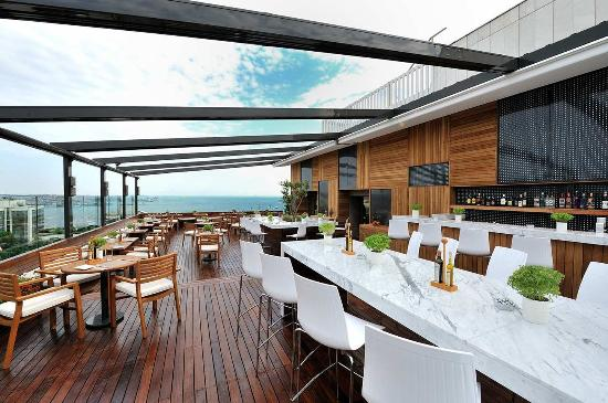 Hilton ParkSA Istanbul: Cloud 7 Restaurant, Bar & Terrace