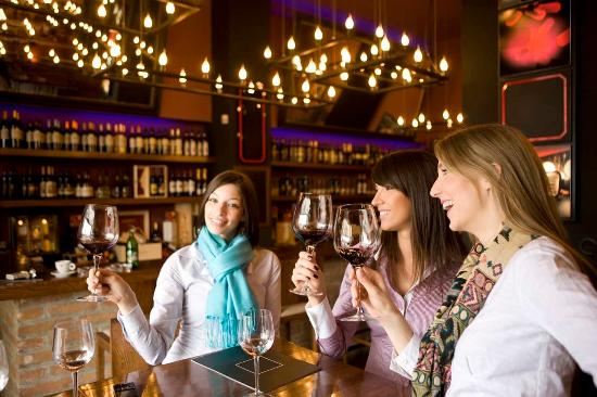 Hampton Inn & Suites Alexandria Old Town Area South: Girls Night at Winery