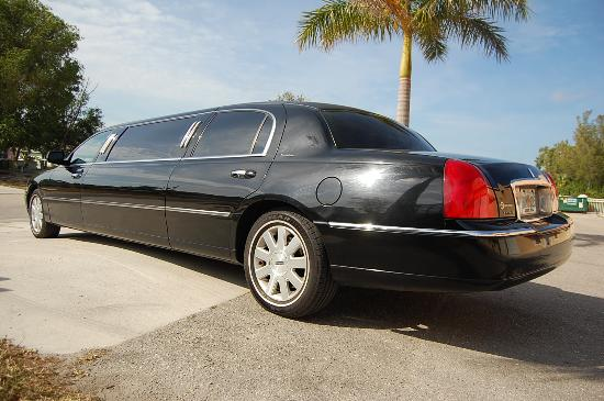 Lincoln Town Car Presidential Picture Of Maximum Limousine Service