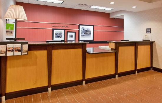 Norfolk, NE: Front Desk