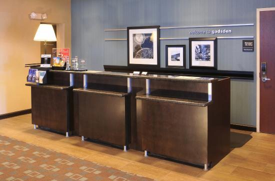 Hampton Inn Gadsden / Attalla: Front Desk