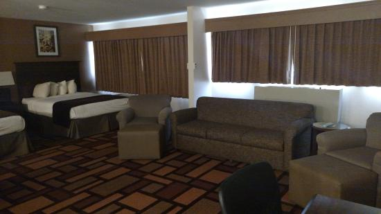 Best Western Tower West Lodge: Enjoy one of our huge deluxe suites
