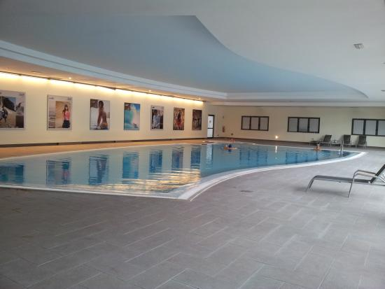 Piscina coperta picture of parc hotel castelnuovo del garda tripadvisor - Hotel lago garda piscina coperta ...