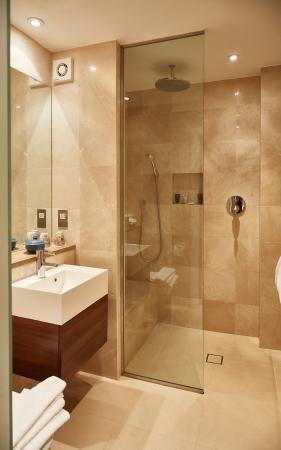 Ockenden Manor Hotel Spa Wet Room In Standard Double