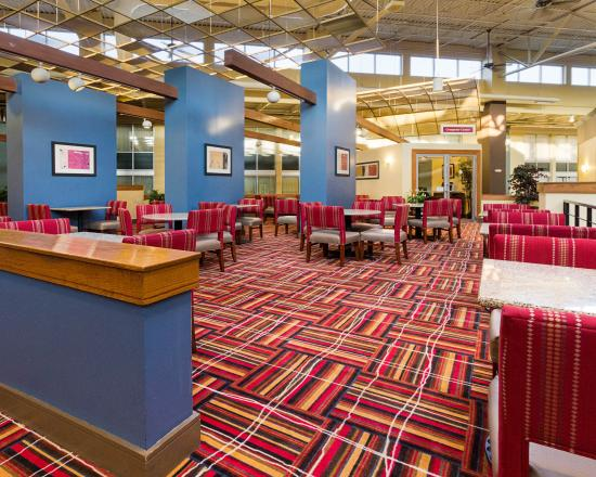 Comfort Inn & Suites Syracuse Airport: Relax in our Dining Area