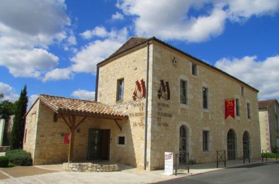Monbazillac, Γαλλία: Un bâtiment sur deux niveaux qui est à la fois un point d'infos touristiques et une maison des v