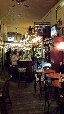 Hotel Tamara: Great Irish pub.