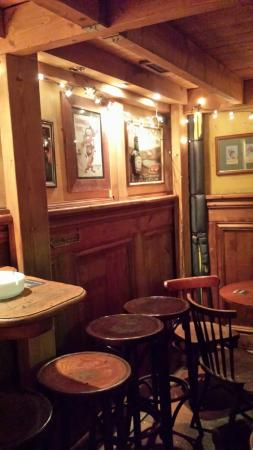 Hotel Tamara: Great Irish pub.