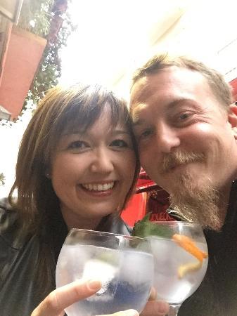 Chloe Bar: Fantastisk Gin-bar i midten af Malaga - En lille perle blandt de mange turistede barer... Except