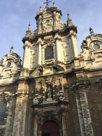 Notre Dame du Sablon: 代表人類建築智慧