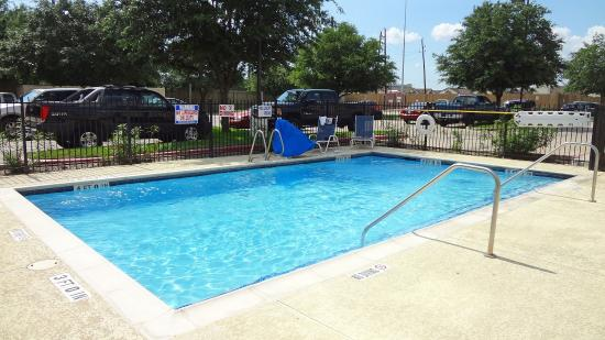 Extended Stay America - Houston - Sugar Land: Swimming Pool