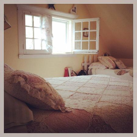 Manasquan, NJ: Eileen's Garden Cottage Room