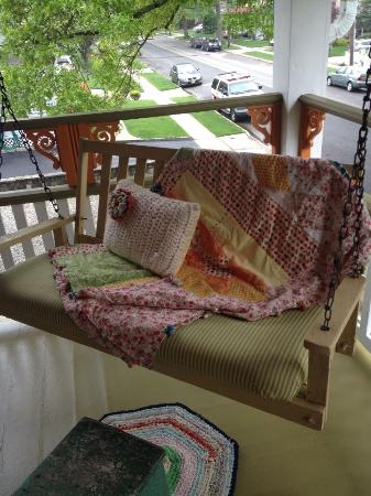 Manasquan, Nueva Jersey: Porch swing on second floor veranda