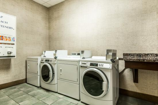 Comfort Suites Colorado Springs: Laundry