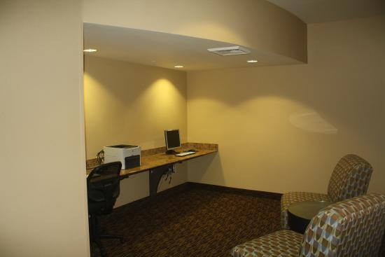 Extended Stay America - San Rafael - Francisco Blvd East: Business Center