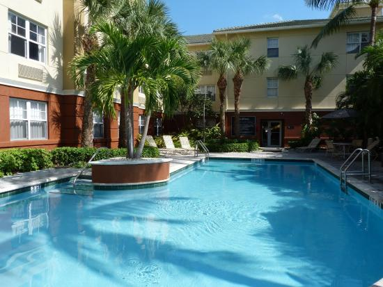 Extended Stay America - Fort Lauderdale - Cypress Creek - Park North: Swimming Pool