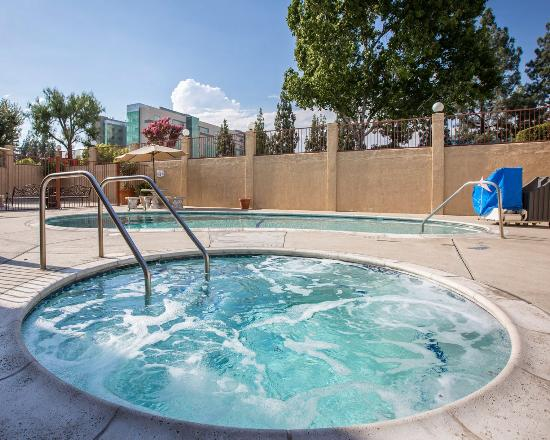 Fontana, CA: Ca Pool