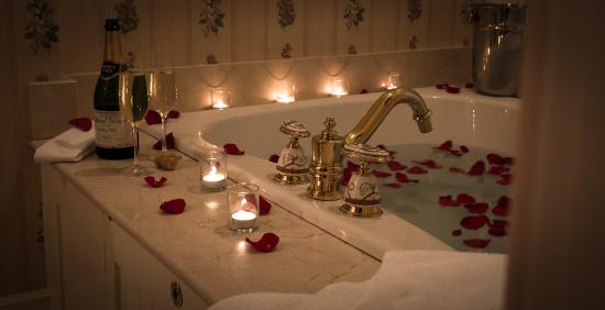 The Chanler at Cliff Walk: Briar Rose Bathroom