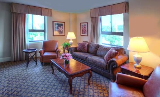 Historic Hotel Bethlehem: Governor Suite