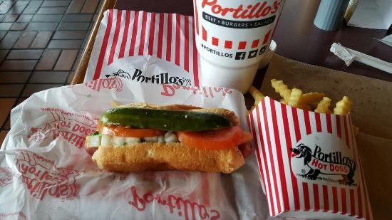 เวอร์นอนฮิลส์, อิลลินอยส์: Chicago Hot Dog at it's BEST!