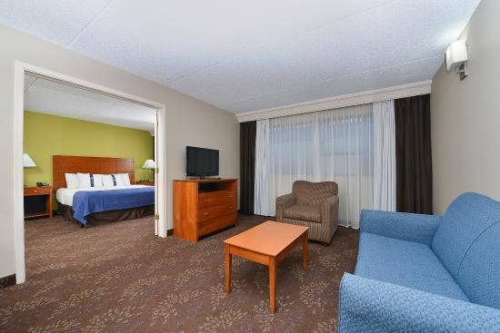Matteson, IL: Two Room Suite