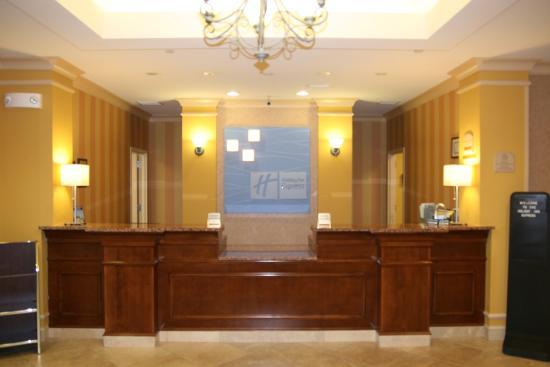 Holiday Inn Express & Suites Florence I-95 & I-20 Civic Ctr: Front Desk