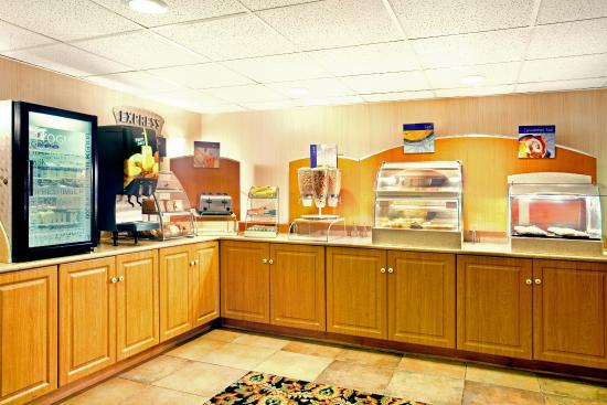 Wauwatosa, WI: Breakfast Bar