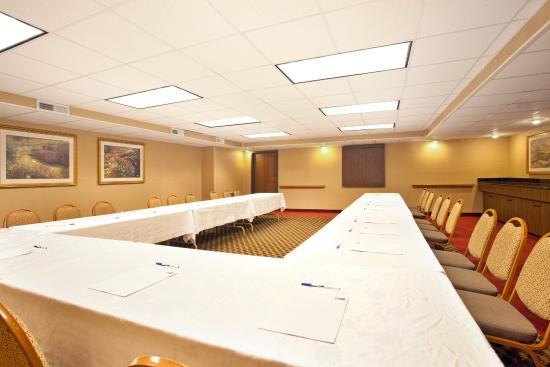 Wauwatosa, WI: Meeting Room U Shape Set