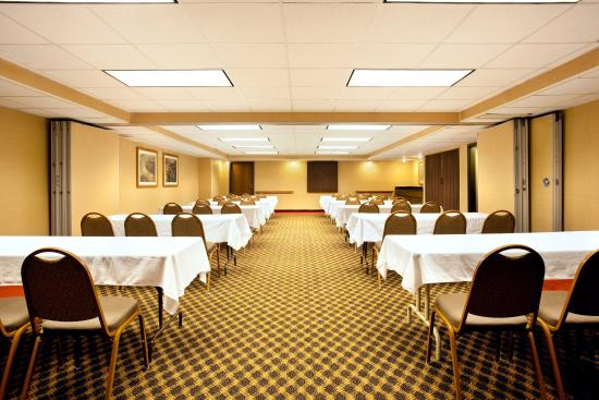 Wauwatosa, WI: Meeting Room Classroom Set