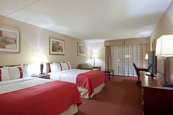 Mansfield, MA: Two Double sized beds, flat-screen TV and free Wi-Fi.