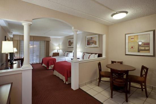 Mansfield, MA: Suite with Kitchenette