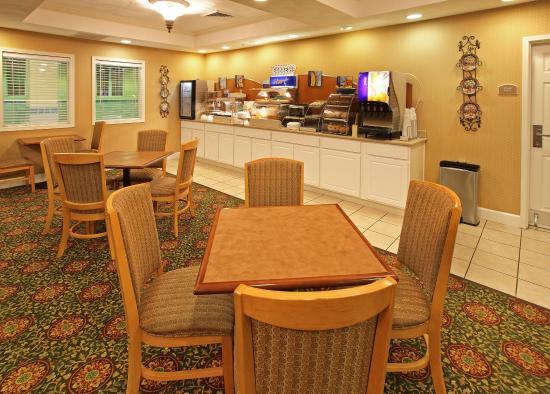 Magnolia, AR: Breakfast Bar