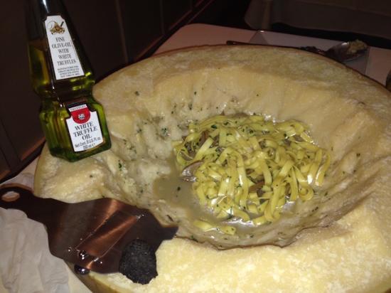 Whitestone, Νέα Υόρκη: Truffle pasta sautéed in cheese
