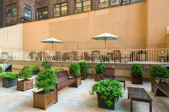 Holiday Inn Express NYC Madison Square Garden: Guest Patio