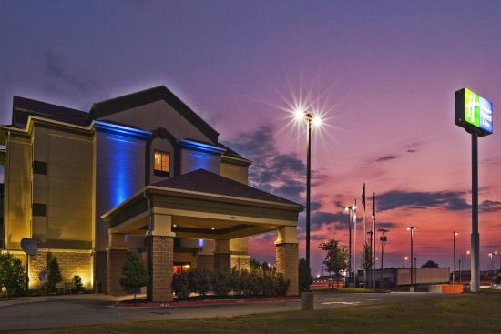 McAlester, OK: Hotel Exterior