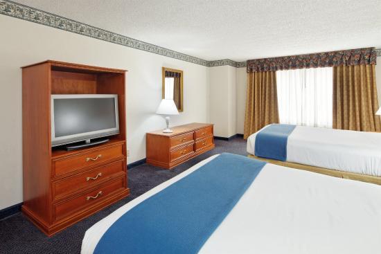 Lancaster, OH: Queen Bed Guest Room