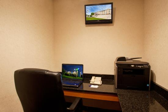 Holiday Inn Express Kendalville: Business Center