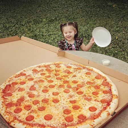 Hardy, VA: Girl vs pizza