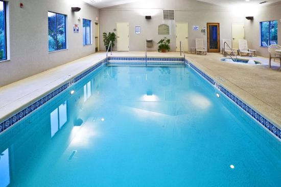 Muskogee, OK: Heated indoor pool, sauna and hot tub.