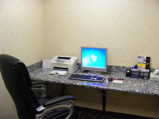 Muskogee, OK: Fax and copy services available.