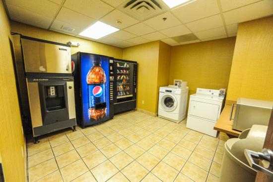 Holiday Inn Express & Suites Bowling Green: Laundry Facility