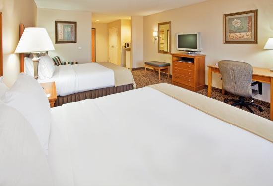 Hastings, NE: All Rooms Offer Refrigerators, Microwaves and Large Work Desks
