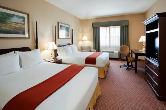 Flat Rock, Βόρεια Καρολίνα: Two Queen Bed Guest Room
