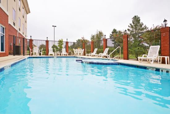 New Boston, TX: Swimming Pool & Hot Tub