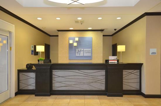 Farmington, MO: Front Desk