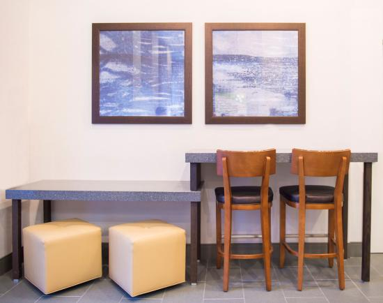 Holiday Inn NYC - Manhattan 6th Avenue - Chelsea: Relax in Our Newly Renovated Lobby
