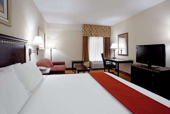 Lexington, SC: King Bed Guest Room